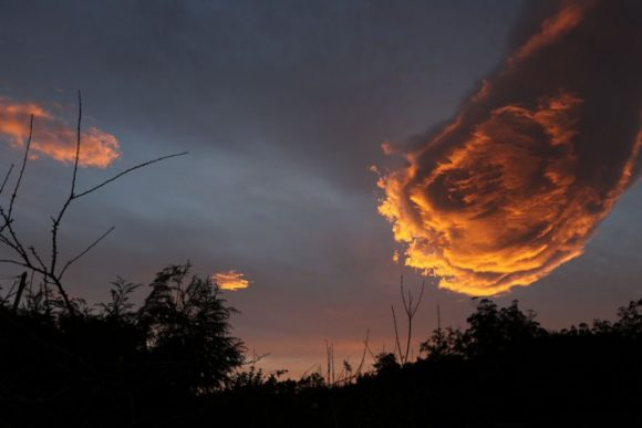 unusual-cloud-formation-fist-hand-of-god-portugal-1-800x534